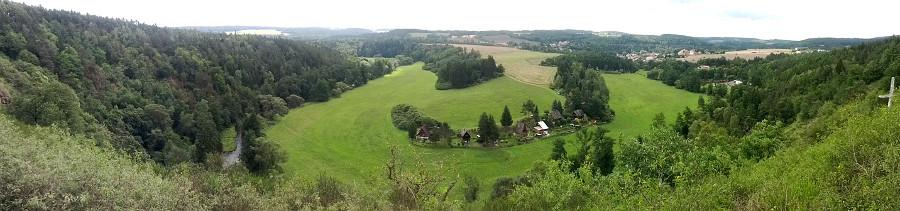 Vyhlídka od altánu nad Svojšínem.